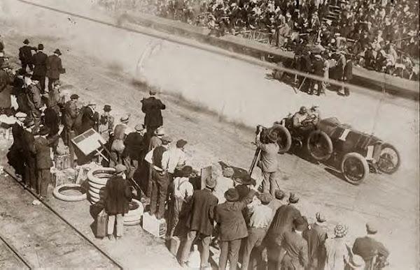 Starting Vanderbilt Cup Race 1914