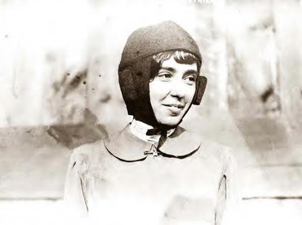 Helene Dutrieu. 1900