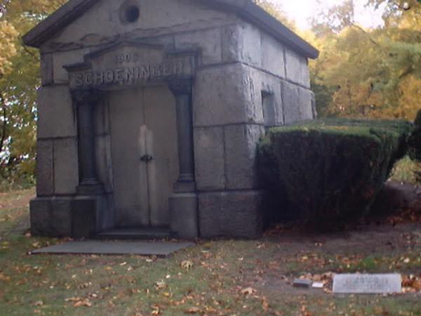 Schoeninger Mausoleum