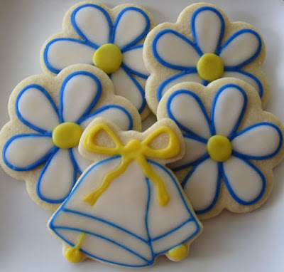 Wedding-Bells-Daisy-Flower-Cookies-Royal-Icing-Butter-Sugar
