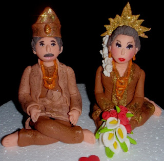 ... wedding cake. A special gift for her boss-the Guru Besar daughters