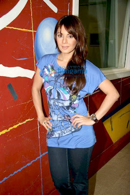 Minissha and Boman promote Well Done Abba on 92.7 Big FM image