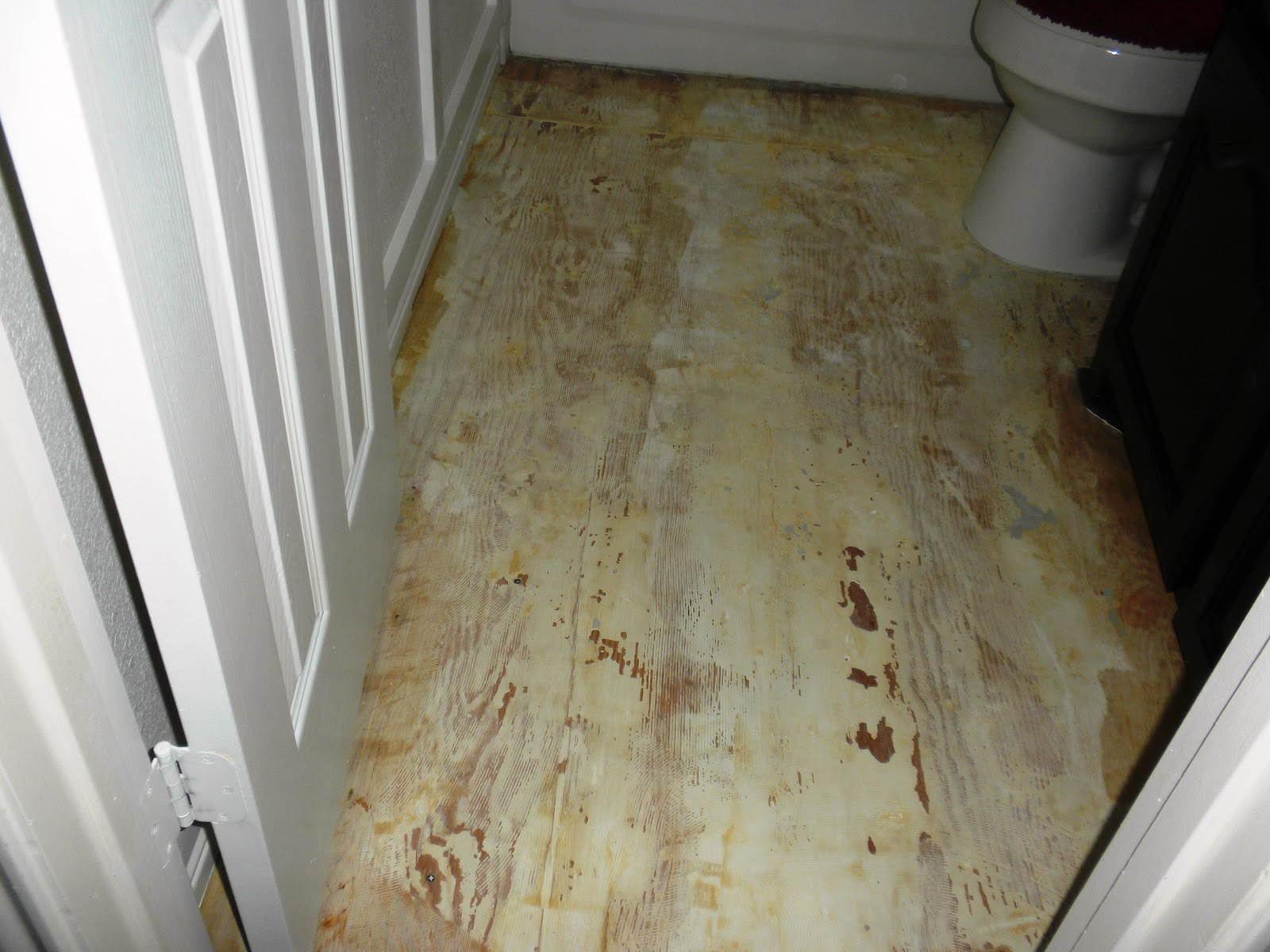 Cowgurl 39 s blessing small bathroom makeover for Paint old linoleum floor