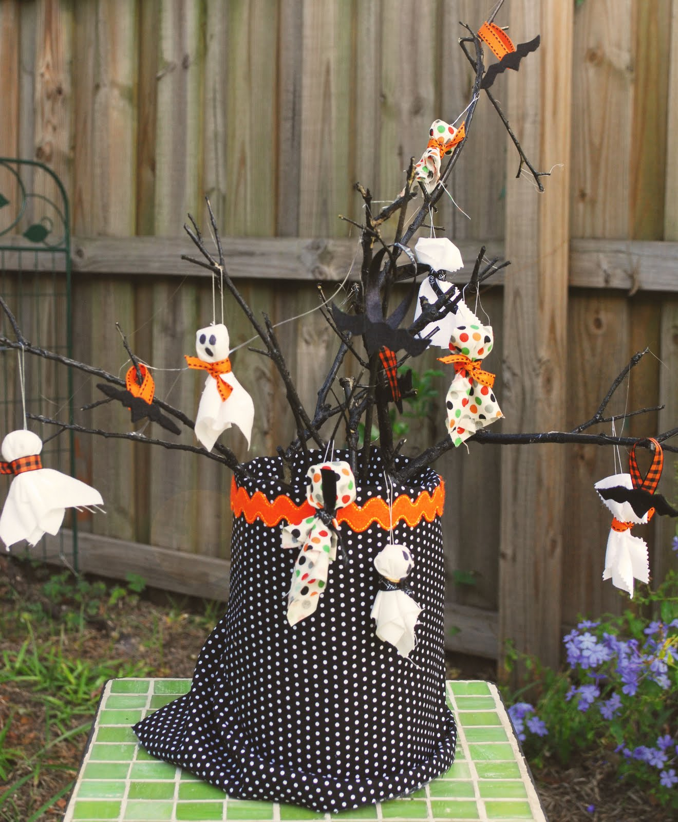 Write It Down Halloween Tree With Ornaments