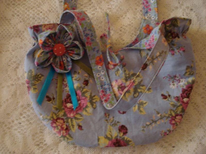 Bolsa Azul com Flor de Fuxico - Detalhe
