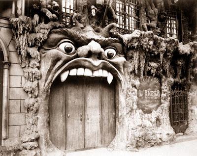 Eugène Atget - Cabaret de L'Enfer, boulevard de Clichy (Tirage entre 1910 et 1912 d'après négatif de 1910, Série Paris pittoresque, 2e série)