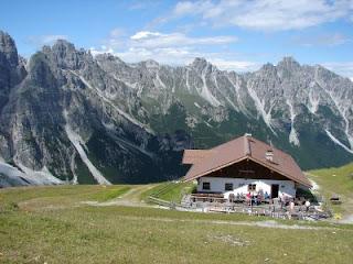 Sennjoch hutte (2200m)