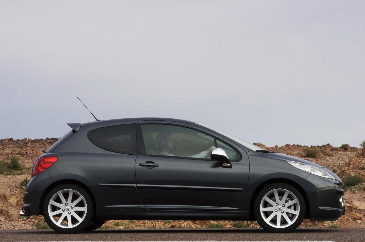 Carscoop 207RC 54 Geneva Preview: Peugeot 207 RC 1.6 Turbo 175Hp