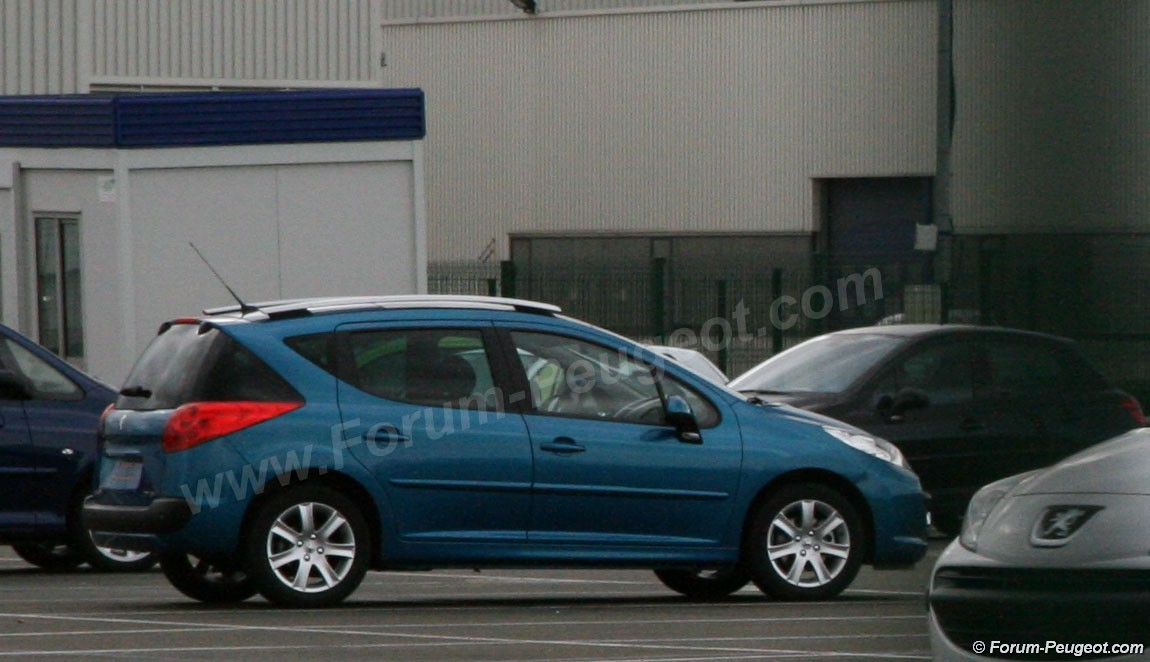 Carscoop 207 4 Peugeot 207 SW production version caught out in the open