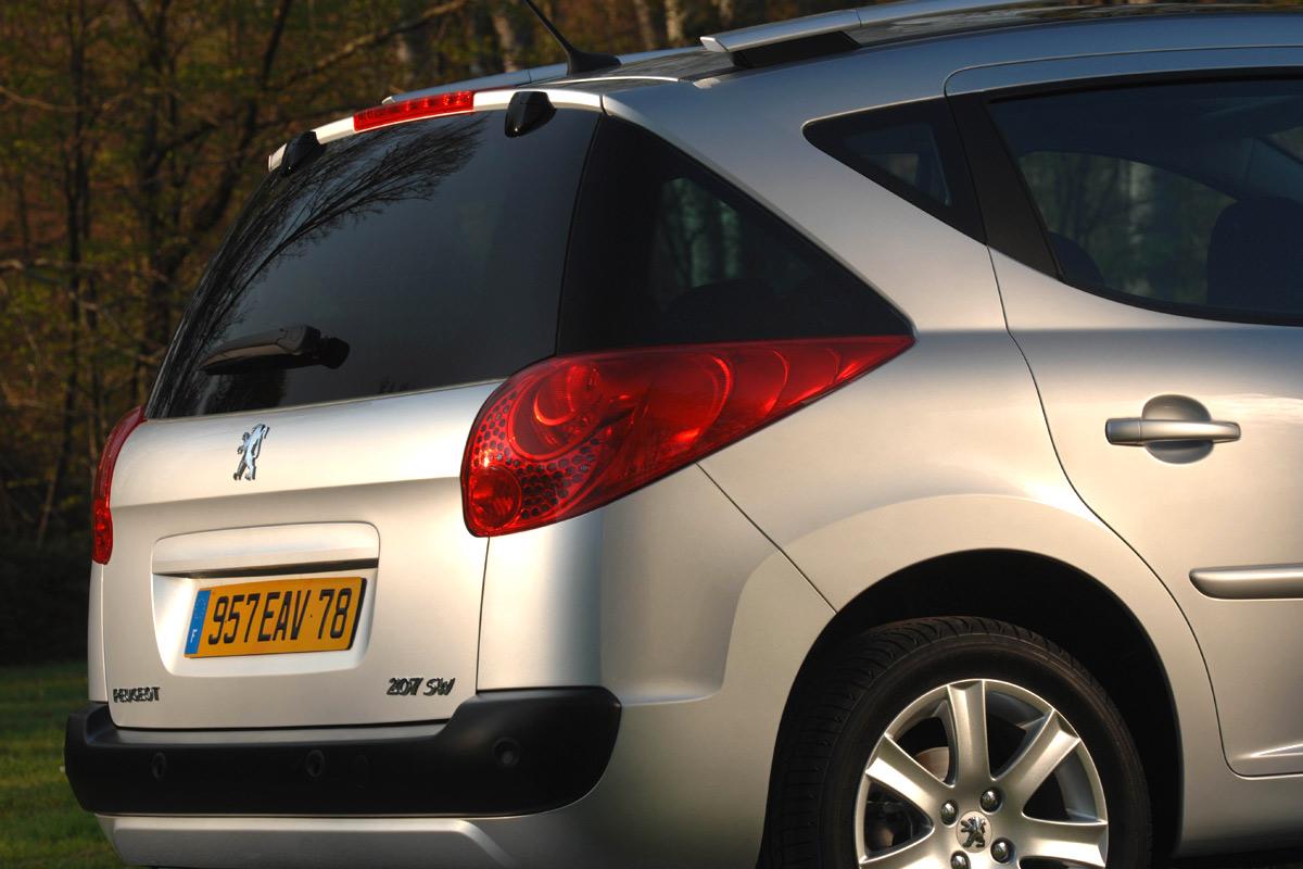 Carscoop Peugeot207SW4 Peugeot 207 SW: Leak, La Partie II...