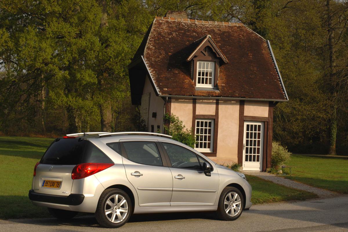 Carscoop Peugeot207SW5 Peugeot 207 SW: Leak, La Partie II...