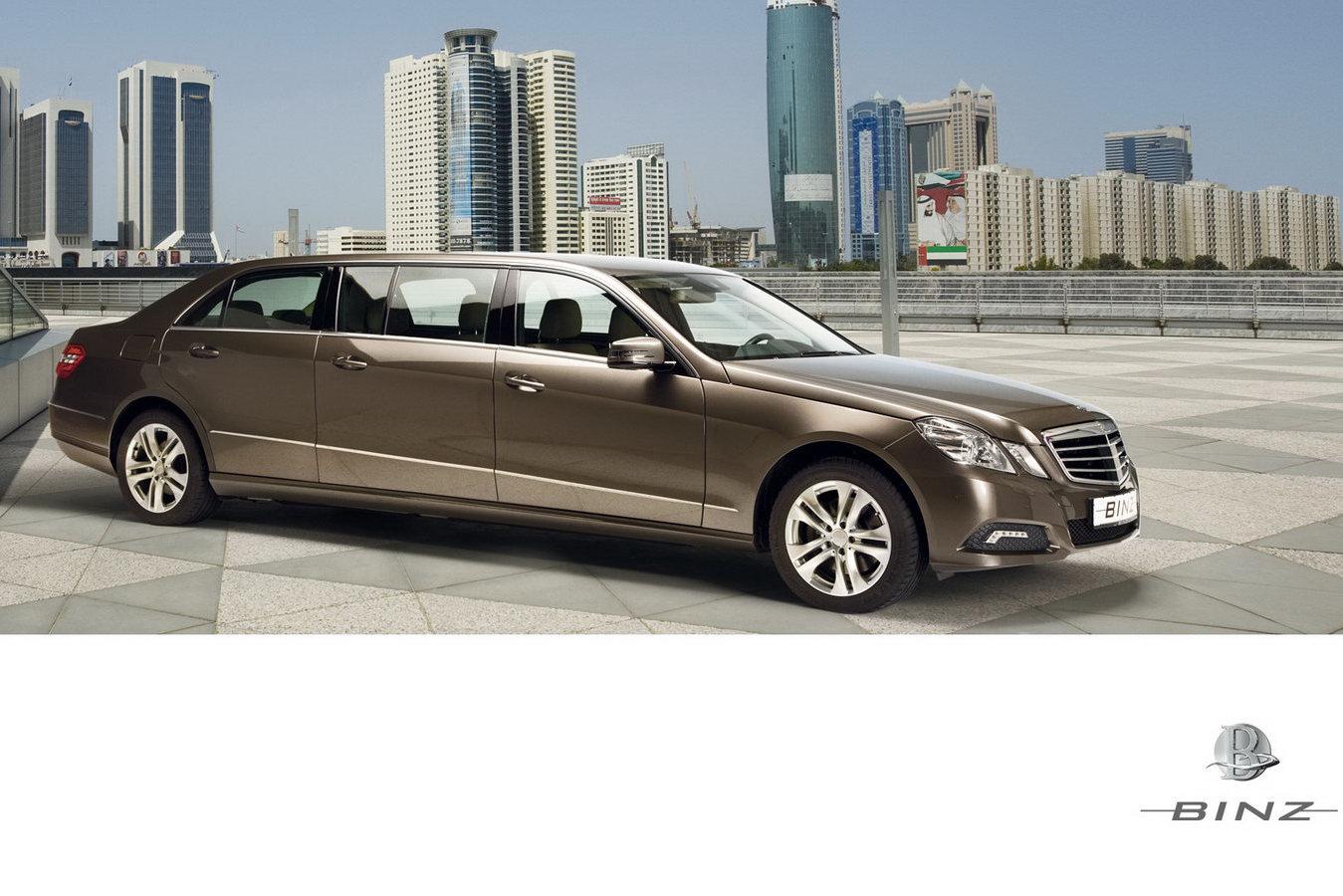 Binz debuts 6 door 2010 mercedes benz e class limo carscoops for Mercedes benz limousine price
