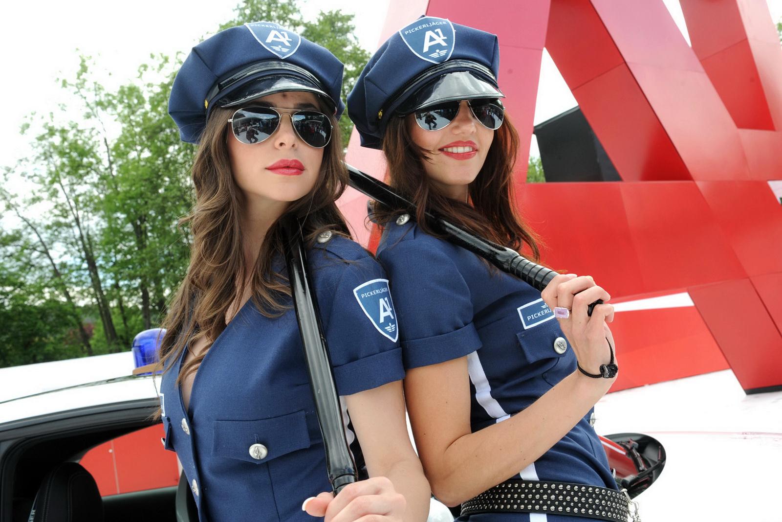Фото симпатичных девушек в погонах 19 фотография
