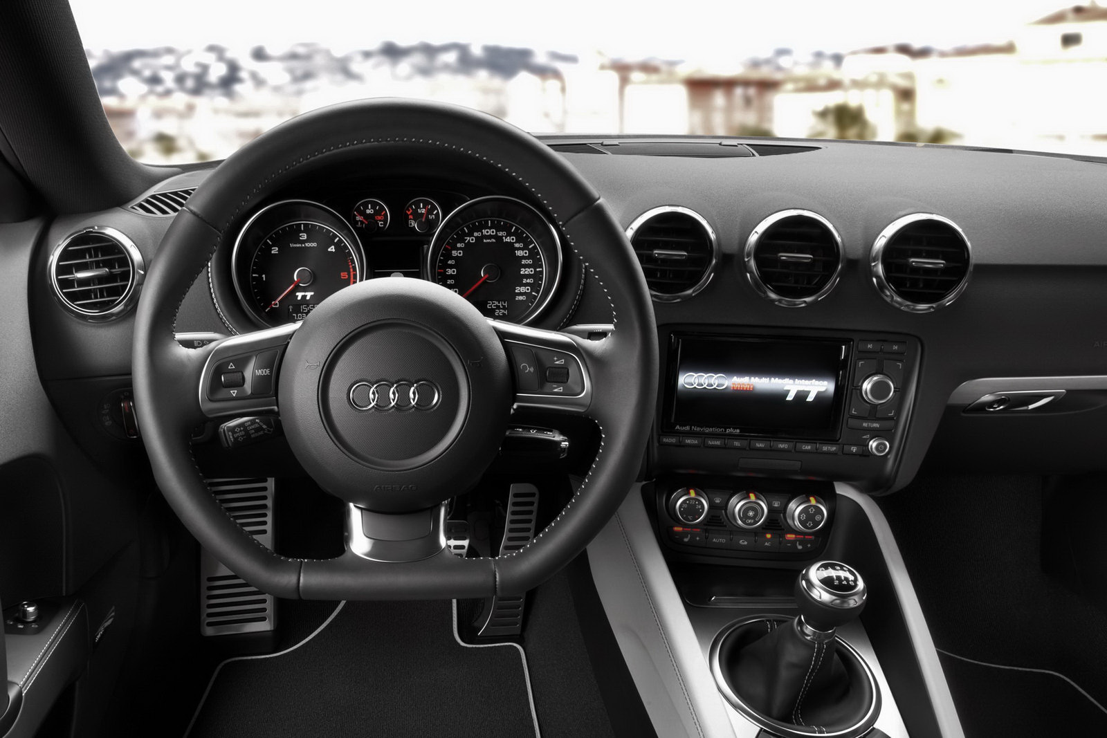 2011 audi tt coupe and roadster range facelifted new for Interieur audi tt