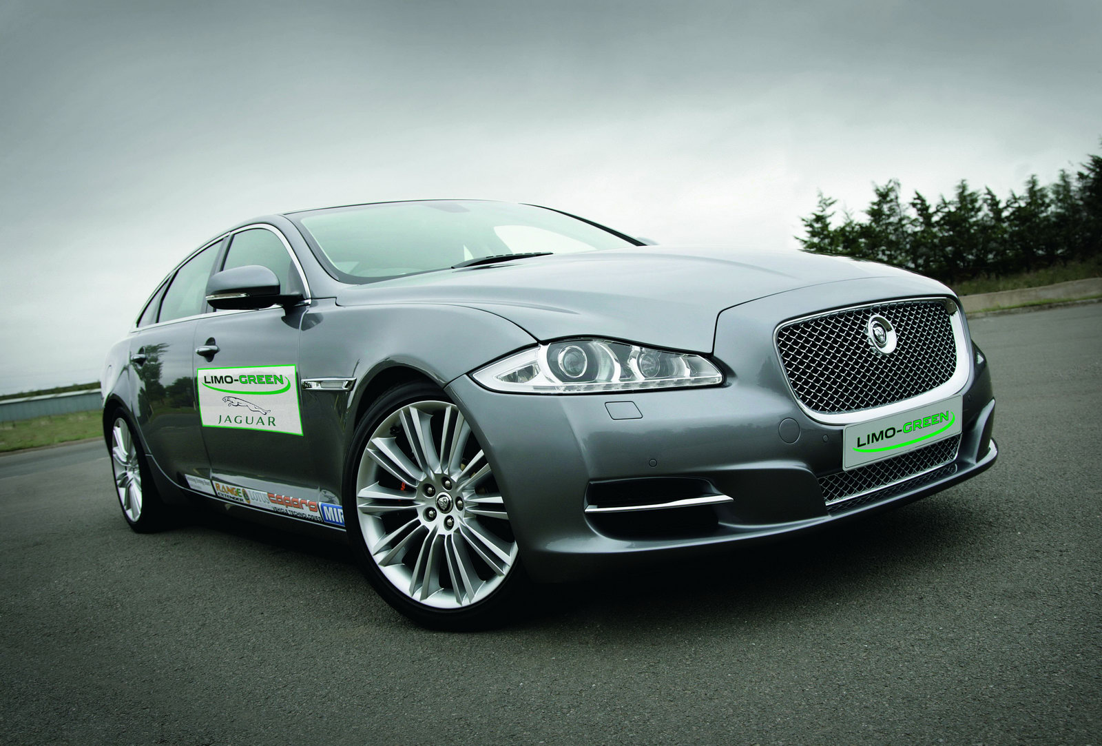 The Car Jaguar Xj Limo Green Hybrid Study With Range