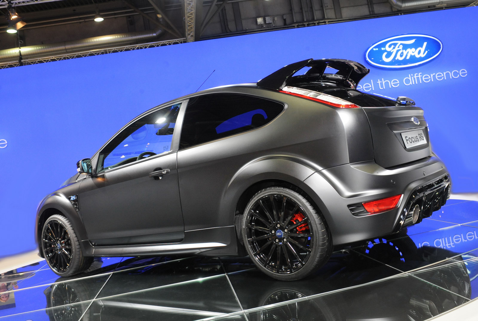 carscoop ami live ford 39 s kitted out focus rs500 makes its public debut. Black Bedroom Furniture Sets. Home Design Ideas