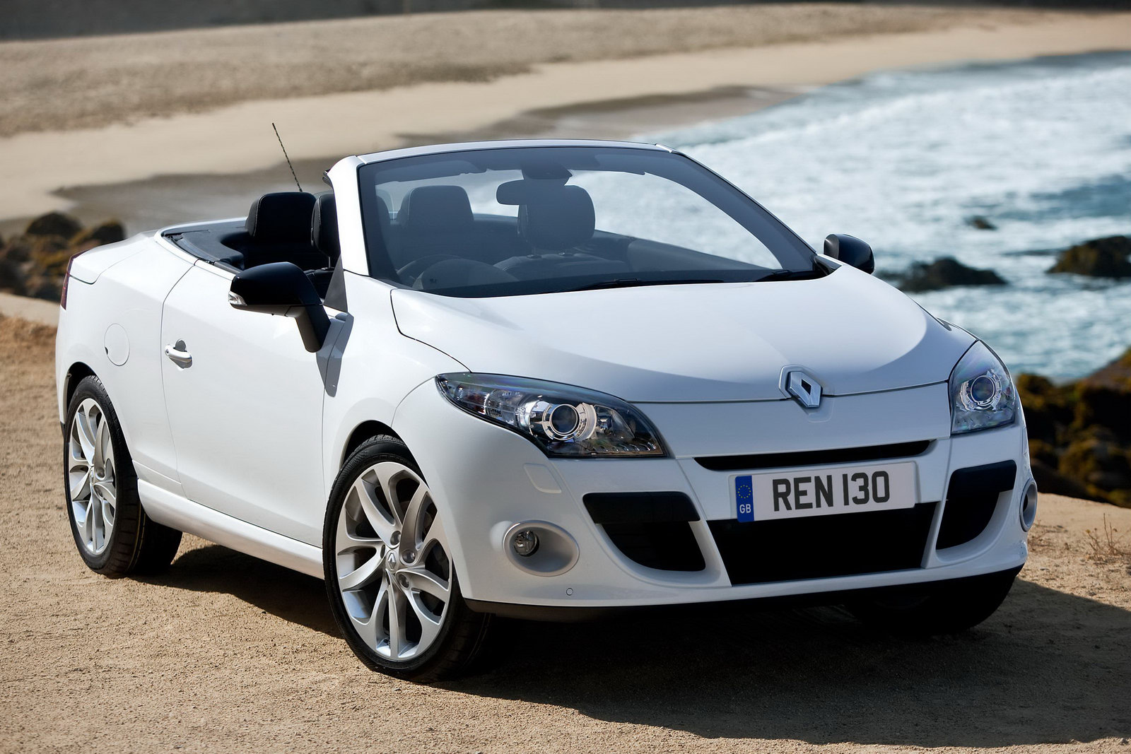 new renault m gane coup cabriolet to hit uk showrooms in july. Black Bedroom Furniture Sets. Home Design Ideas