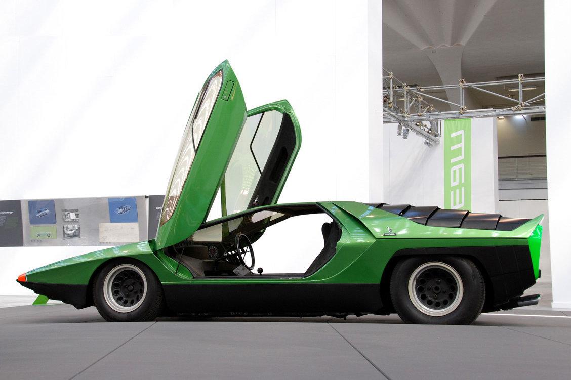 http://3.bp.blogspot.com/_FoXyvaPSnVk/S_ydpqMiokI/AAAAAAAC4-k/s3eVfW73H2k/s1600/Bertone-Alfa-Romeo-Carabo-9.jpg
