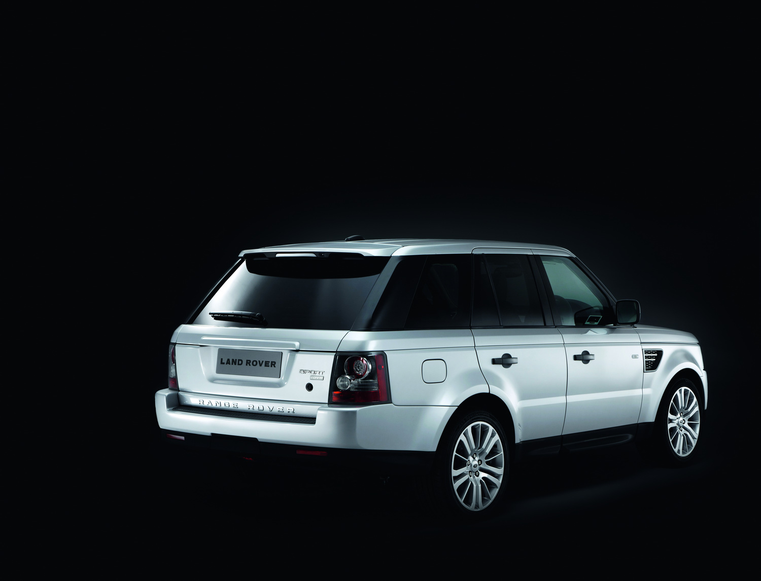 2010 Range Rover Sport 17 Facelifted Range Rover Sport gets new V6 Diesel and V8 Petrol units