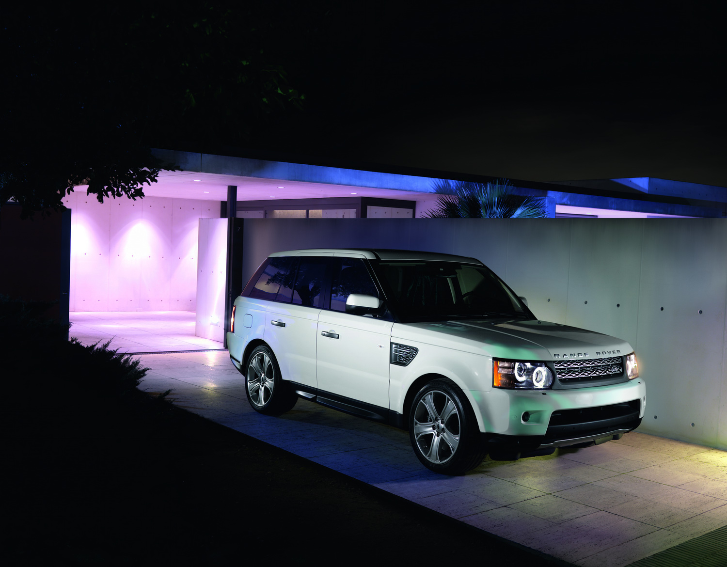 2010 Range Rover Sport 19 Facelifted Range Rover Sport gets new V6 Diesel and V8 Petrol units
