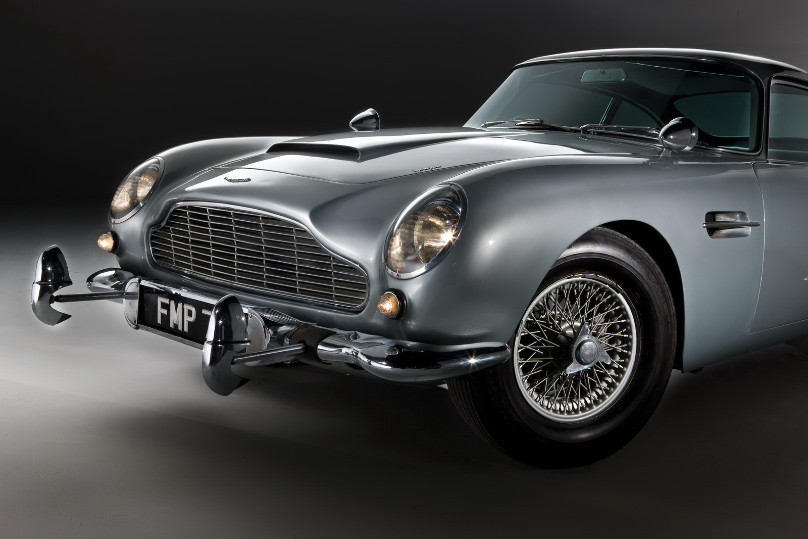 carscoop new cars classics cars james bond 39 s original 39 007 39 aston martin db5 up for sale. Black Bedroom Furniture Sets. Home Design Ideas