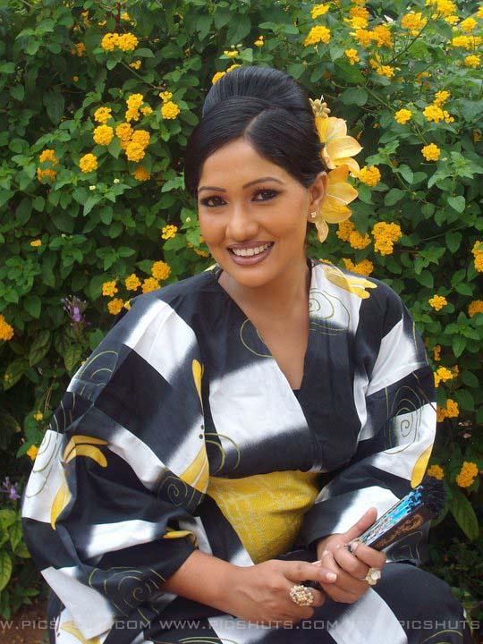 http://3.bp.blogspot.com/_FpC-eLEpDtM/S-mMFkkZ_hI/AAAAAAAAcWs/3Lof2p3euhA/s1600/Piyumi+Shanika+Botheju_11_asiachicks.blogsot.com.jpg
