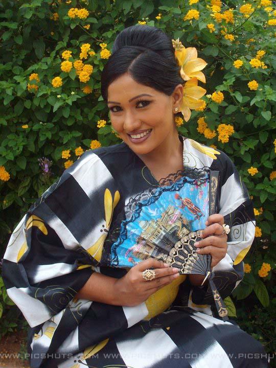 http://3.bp.blogspot.com/_FpC-eLEpDtM/S-mMGObzq6I/AAAAAAAAcW0/EFBhBggqrvM/s1600/Piyumi+Shanika+Botheju_10_asiachicks.blogsot.com.jpg