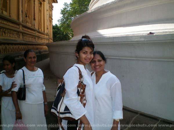 [Gamya_Prasadini_15_asiachicks.blogspot.com.jpg]