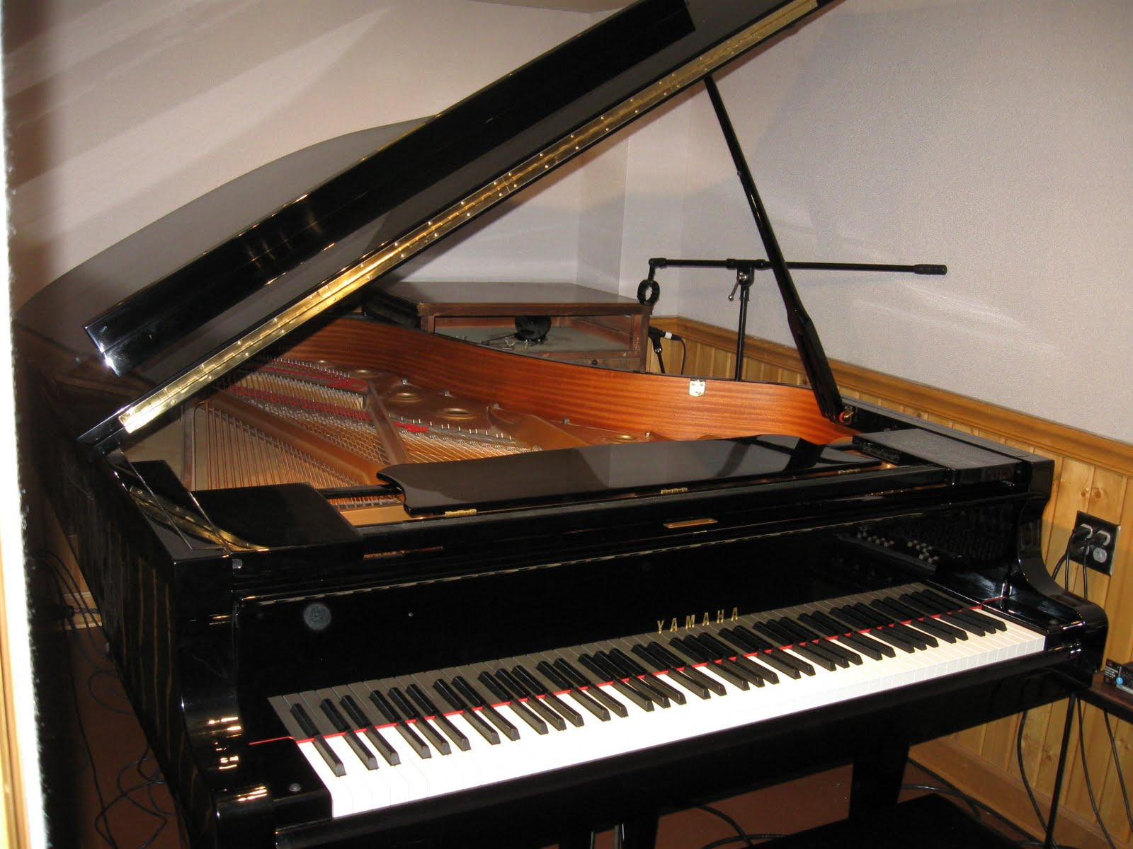 Sound temple studios rg productions sound temple studio for Yamaha studio piano