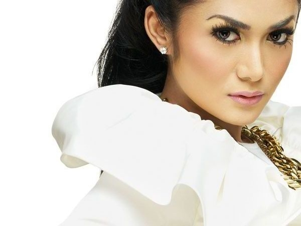 Krisdayanti Hot