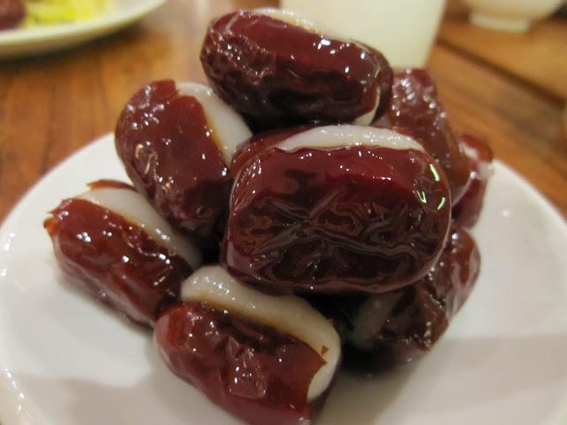 red dates mochi
