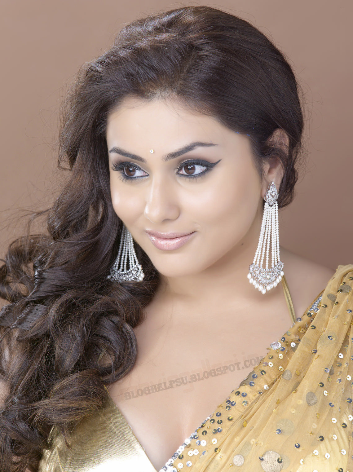 http://3.bp.blogspot.com/_FvM6VcUWsPQ/TO1DIt1pNWI/AAAAAAAAA1k/hSRWncN2i84/s1600/namitha_super_saree_psupero_shoot_wallpapers_11.jpg