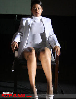Mumaith Khan Re-Inacts Cross Legged Scene of Sharon Stone - South