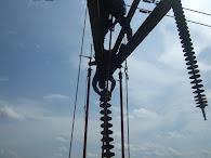 menukar insulator suspension tower 275kV