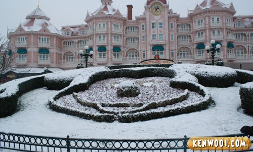 mickey mouse snow