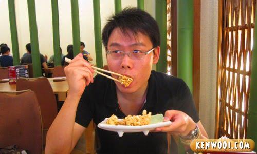eating fried squid