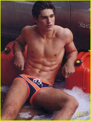 Justin Gaston en ropa interior