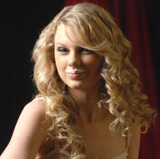 Taylor Swift con leche en la Boca