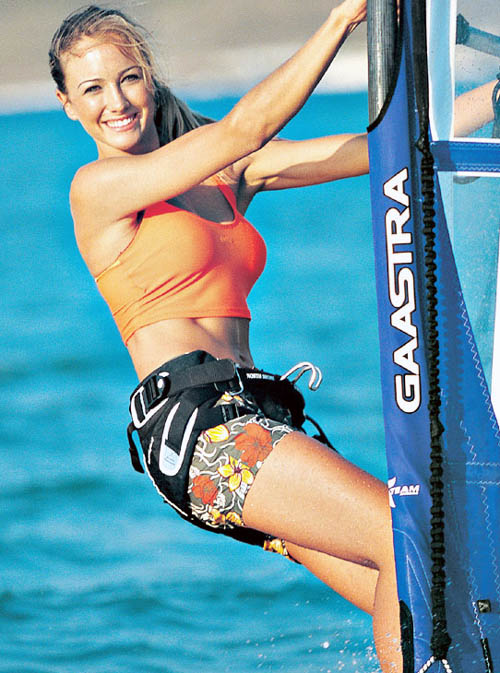 [windsurfing babe.jpg]