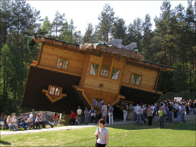Amazing Upside Down House Seen On coolpicturegallery.blogspot.com