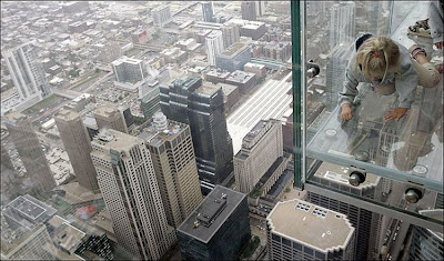 Fresh pics sears tower unveils 103rd floor glass balconies for 103 floor skyscraper the sears tower in chicago