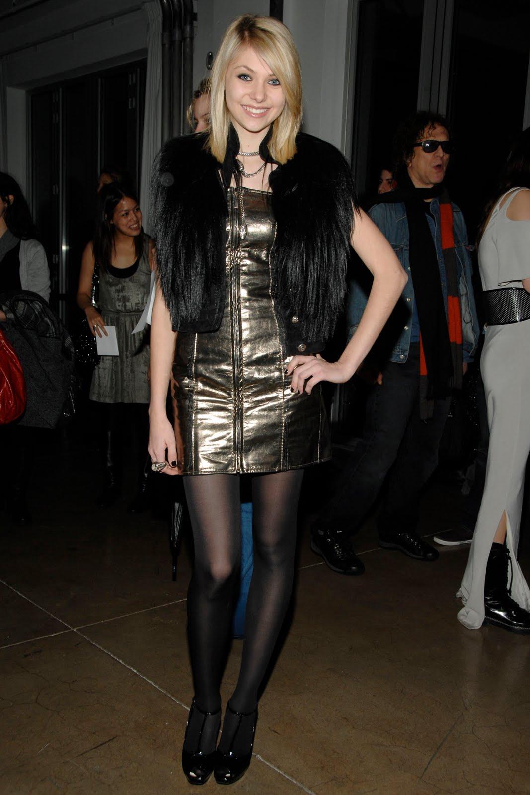 Celebrity Hosiery: Tay... Taylor Momsen