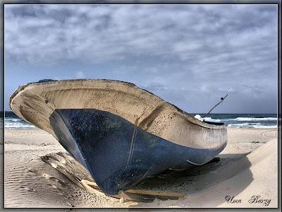 лодка на фоне моря