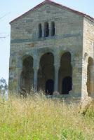 Santa María del Naranco, oeste