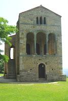Santa María del Naranco, fachada oeste