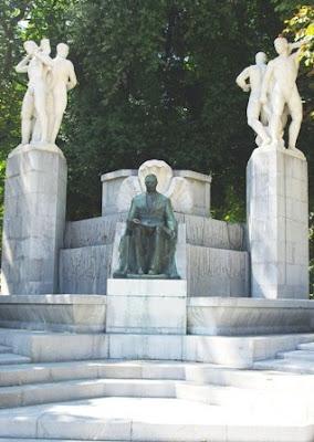 Oviedo, Monumento a José Tartiere