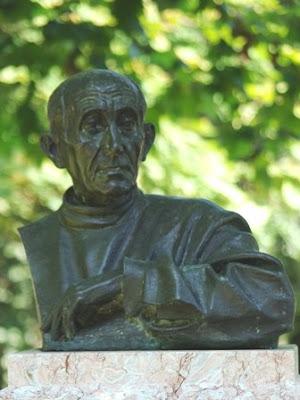 Oviedo, escultura Paulino Vicente