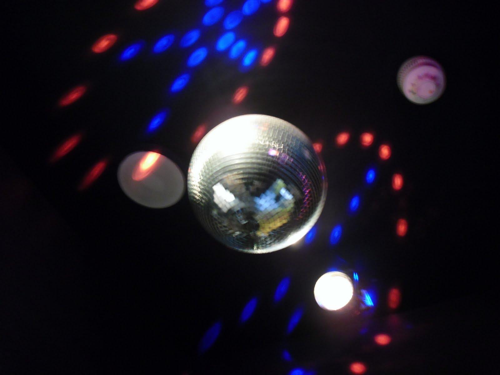 http://3.bp.blogspot.com/_G17sl6RfhqU/TJKK5KfWKxI/AAAAAAAAAao/W4OA3w1i3sk/s1600/breakfast_club_disco.JPG