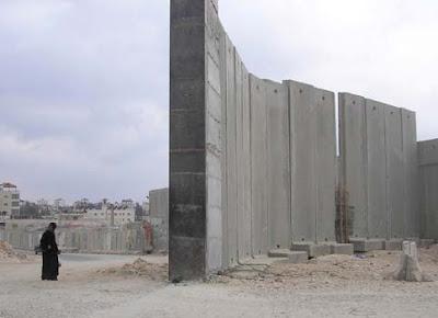 http://3.bp.blogspot.com/_G69ZoSfZgpw/Sk1ZabeCz6I/AAAAAAAAVJg/8_PyS6Rpspo/s400/woman-wall.jpg