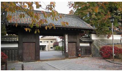 長野県上田高校の古城の門。